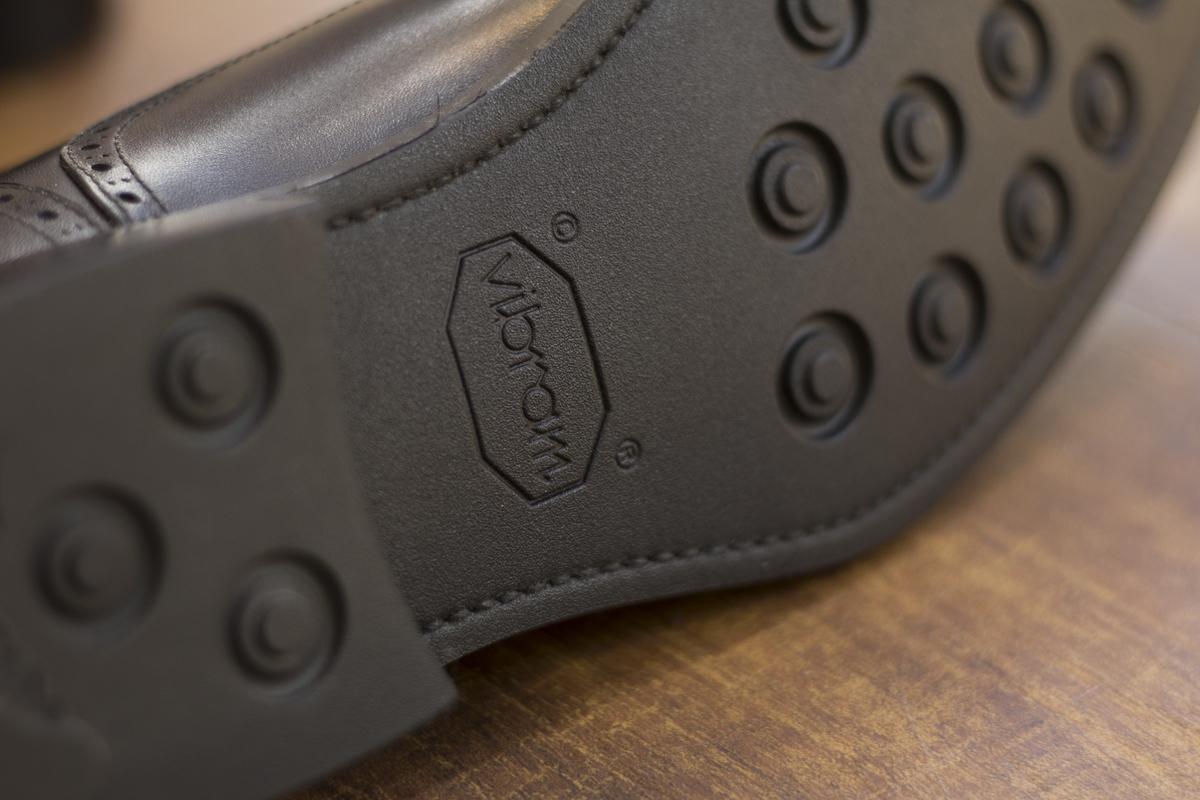 セミブローグ オーダーシューズ 国産皮革 黒キップ ビブラム-3