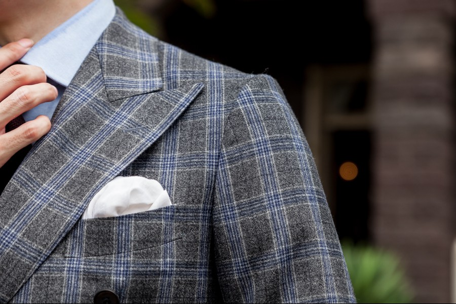 スーツとジャケットの違い 肩のカタチ スーツ コンケープショルダー