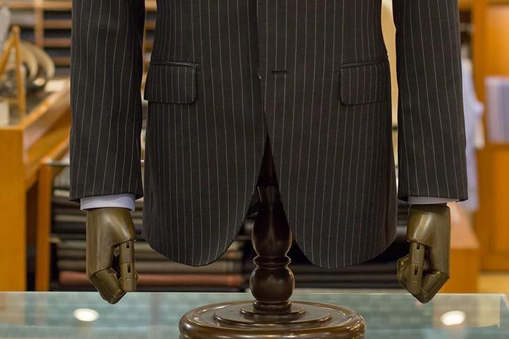 スーツとジャケットの違い フロントカット スーツ
