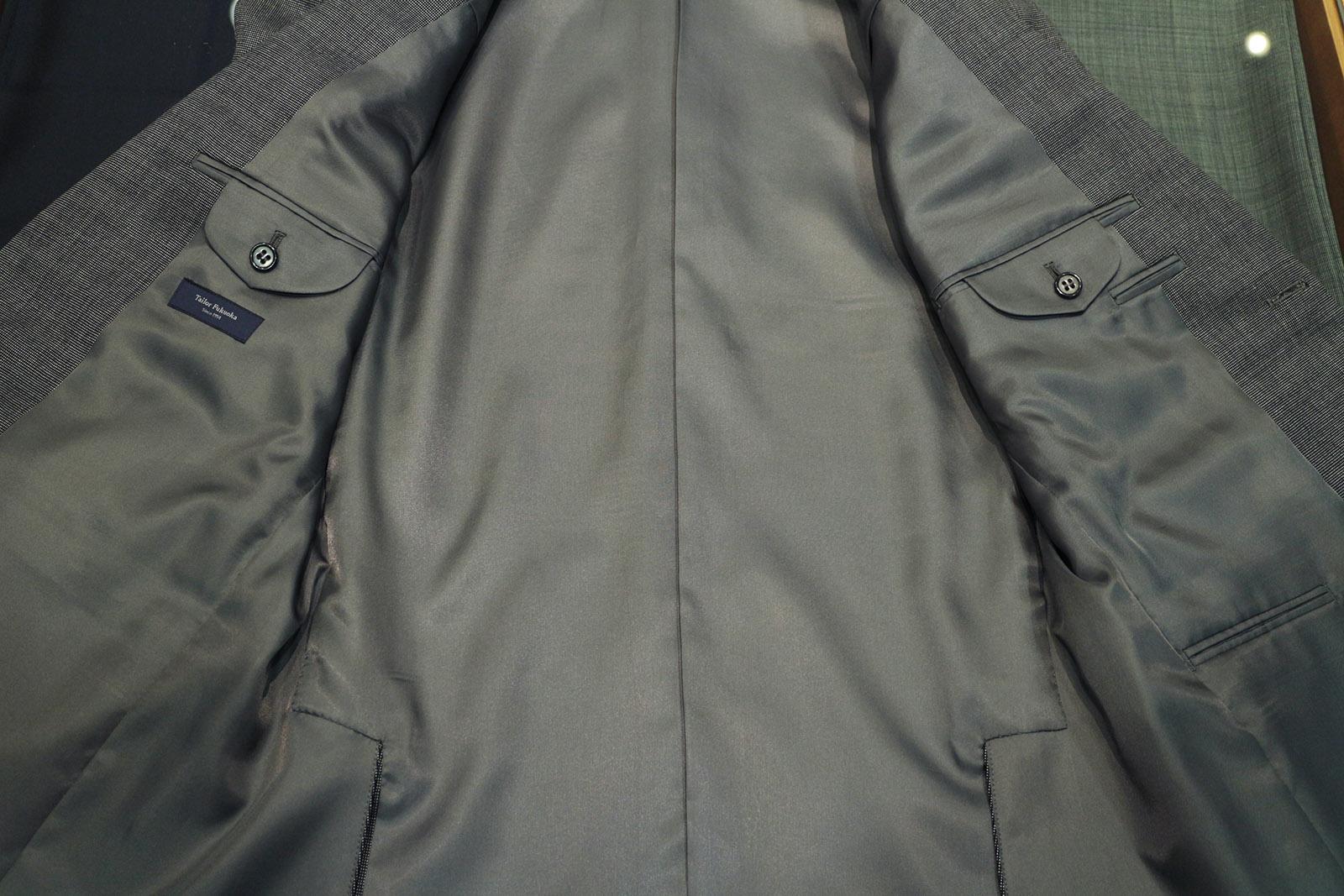 スーツのポケット